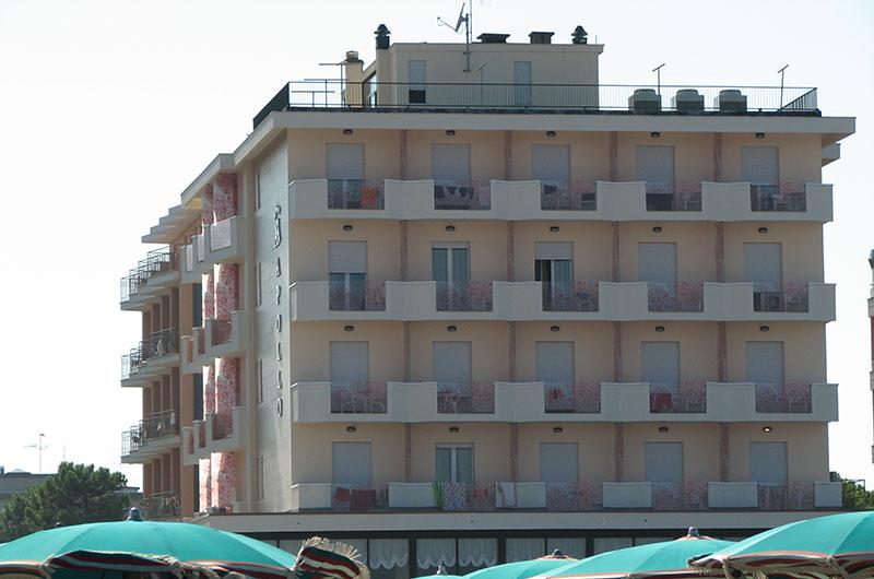 BEACH-HOTEL-APOLLO
